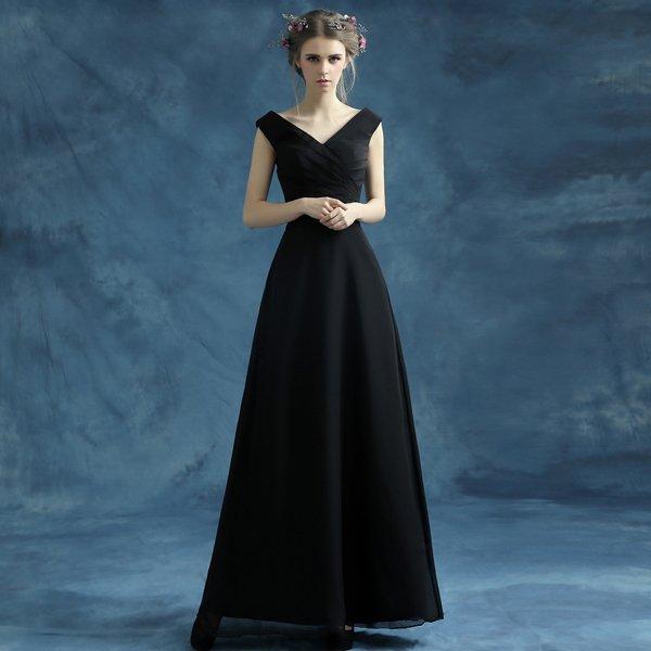 Длинное вечернее черное платье фото
