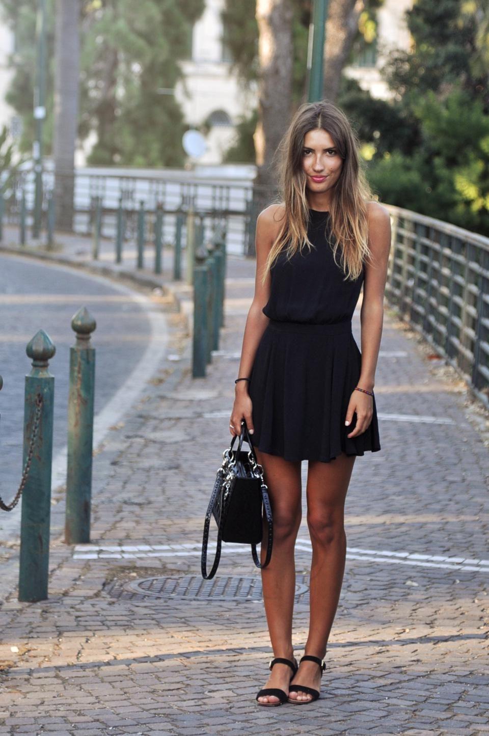 черное платье и босоножки фото