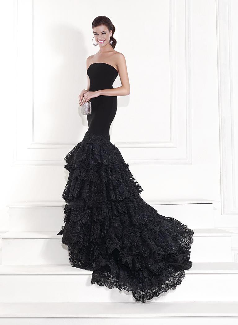 Модное платье-годе со шлейфом фото