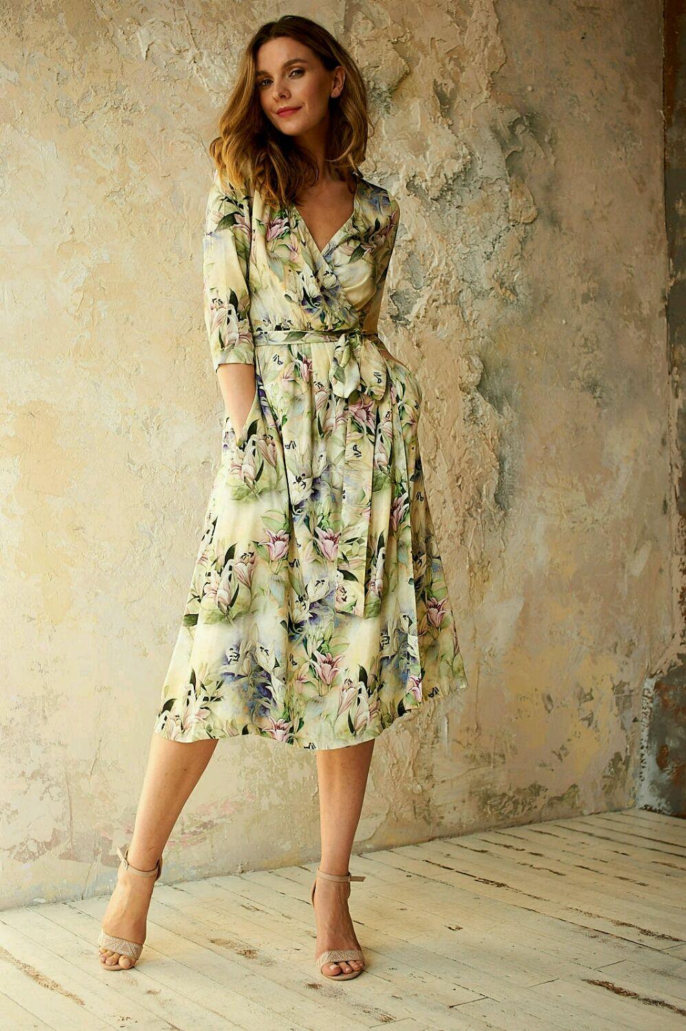 платье из шелка с запахом
