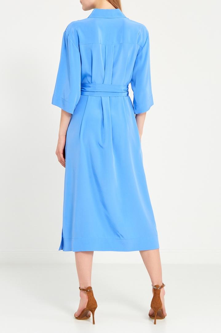 платье из шелка голубое