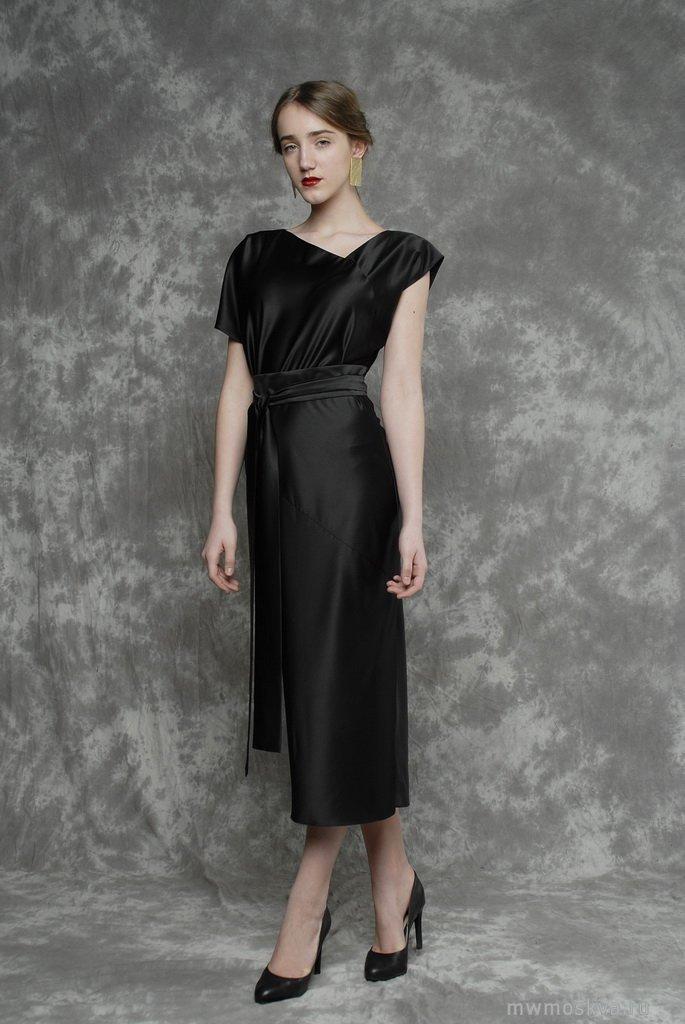 платье из шелка черное