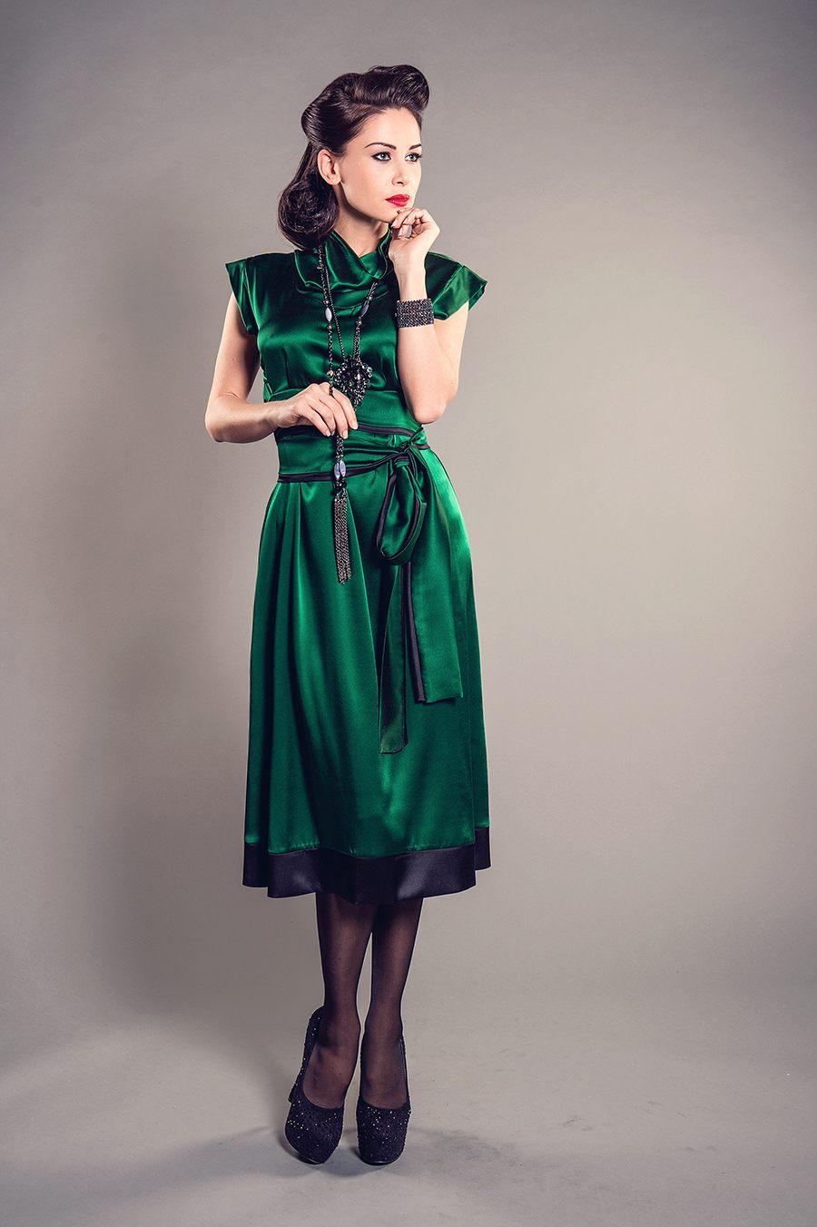 платье из шелка зеленое