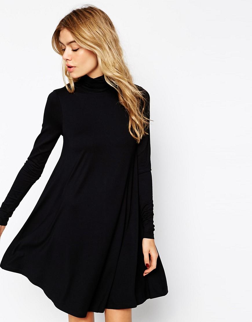 платье свободного кроя с расклешенной юбкой