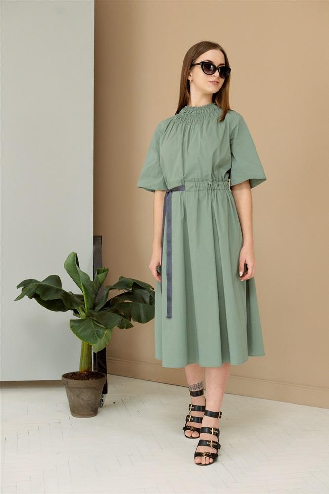 платье свободного кроя с отрезной талией