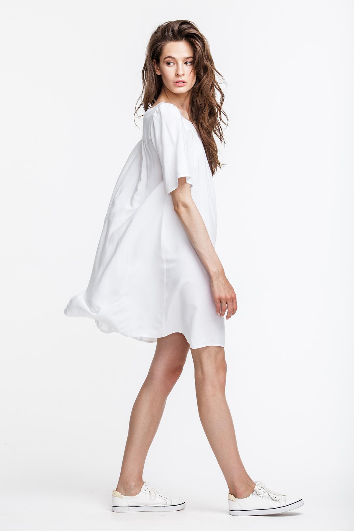 платье свободного кроя белое