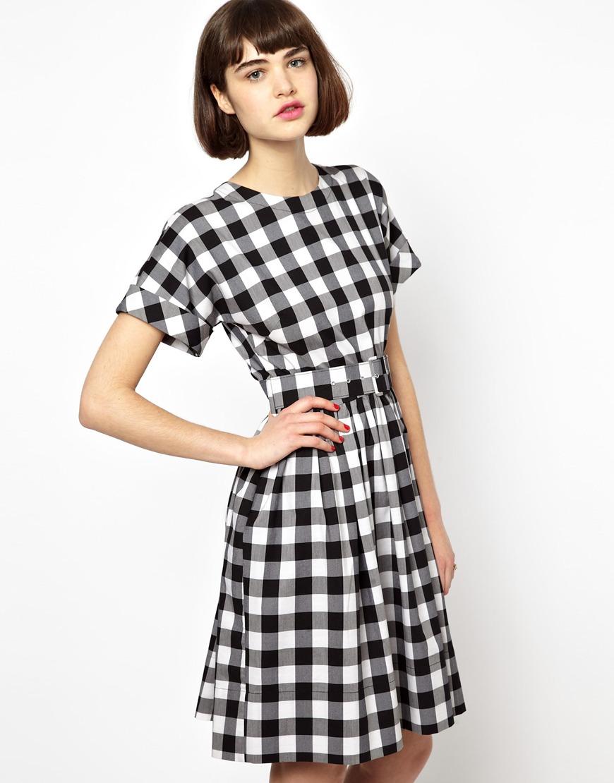 платье в черно белую клетку
