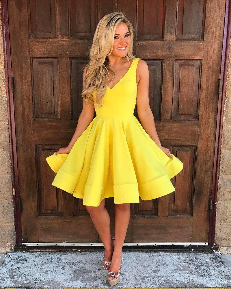 желтое платье с юбкой солнце