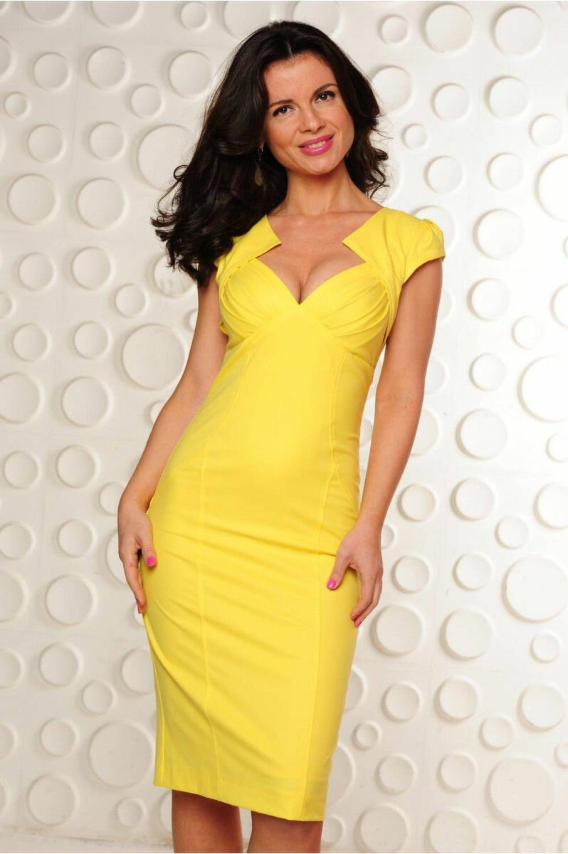 желтое платье футляр