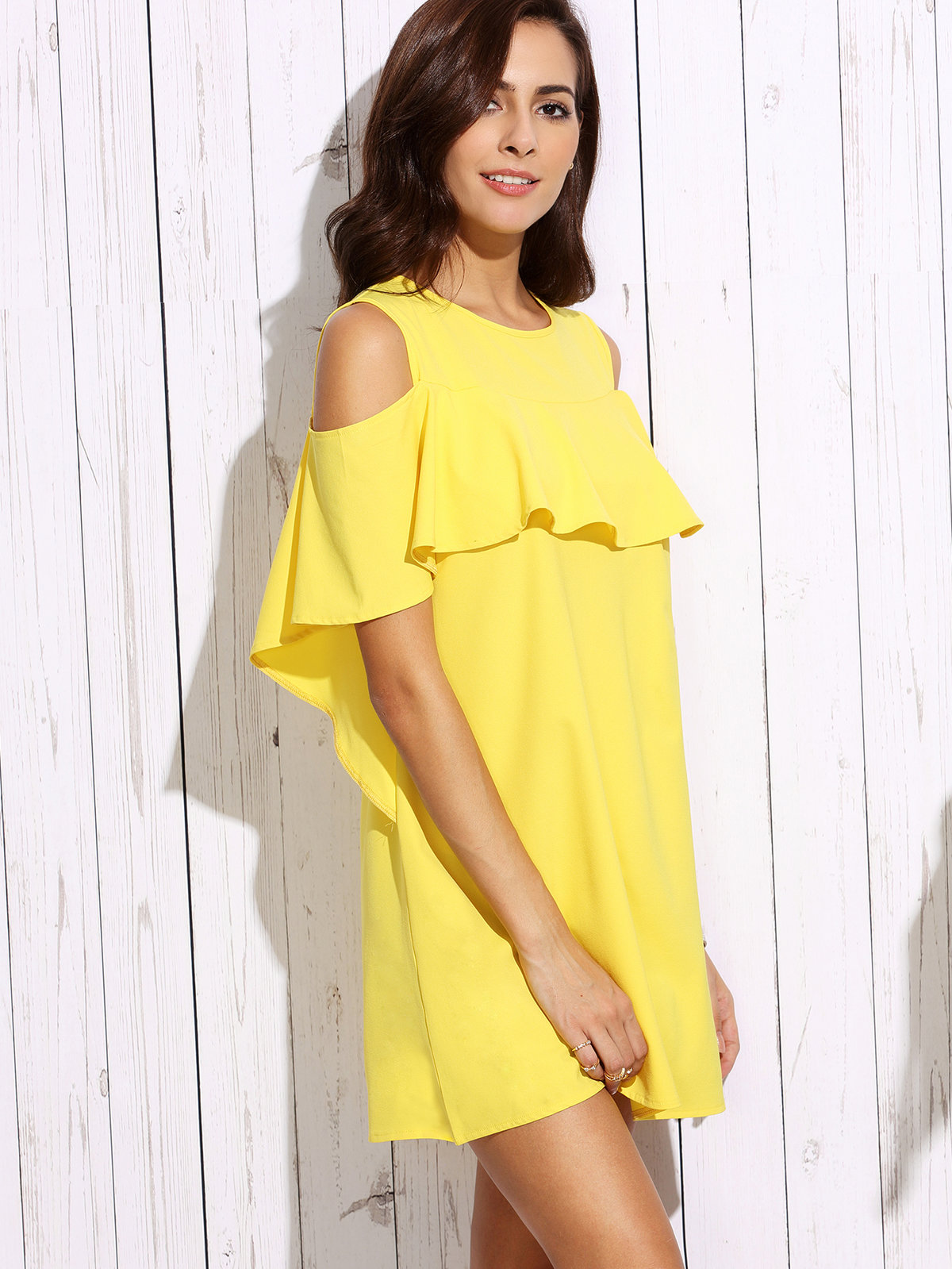 желтое платье с воланом