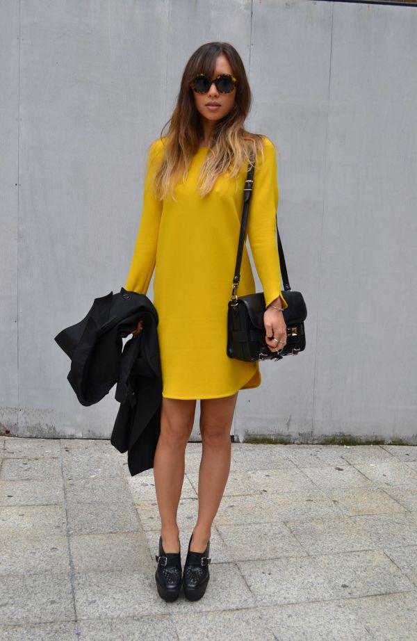 желтое платье и туфли закрытые
