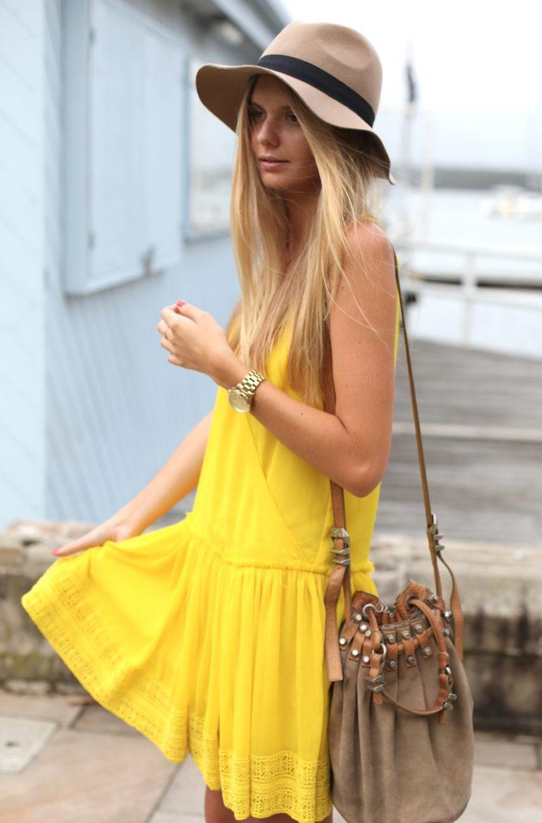 желтое платье и шляпа