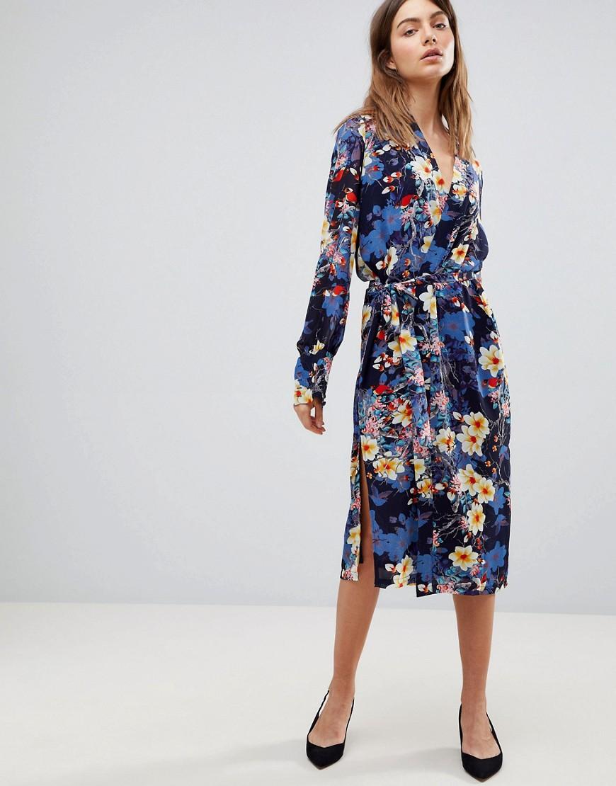 платье с цветочным принтом миди фото