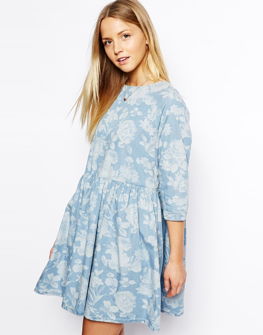 платье с цветочным принтом джинсовое фото