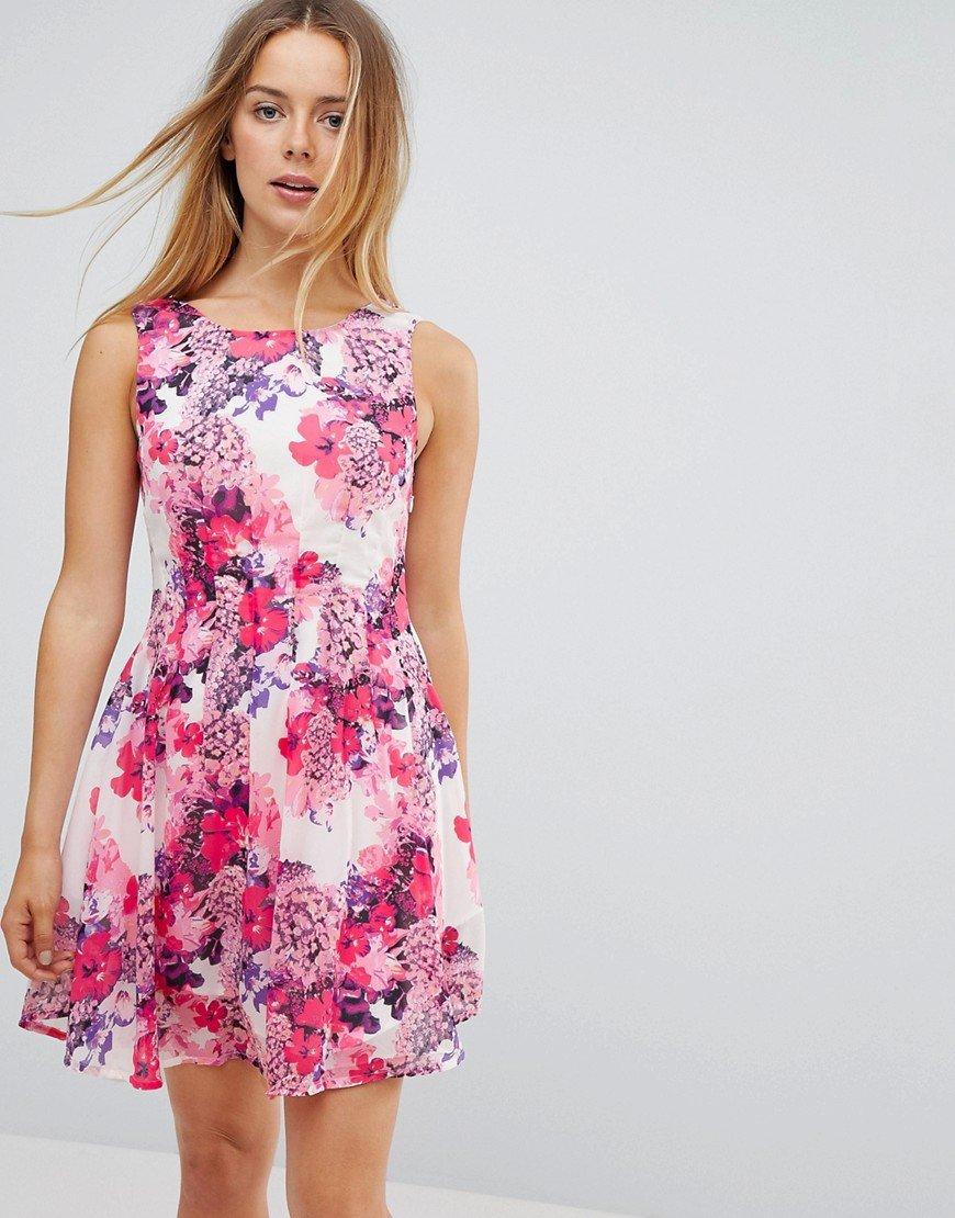 приталенное платье с цветочным принтом фото