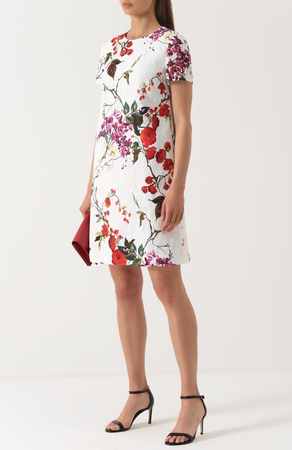 платье прямого кроя с цветочным принтом фото