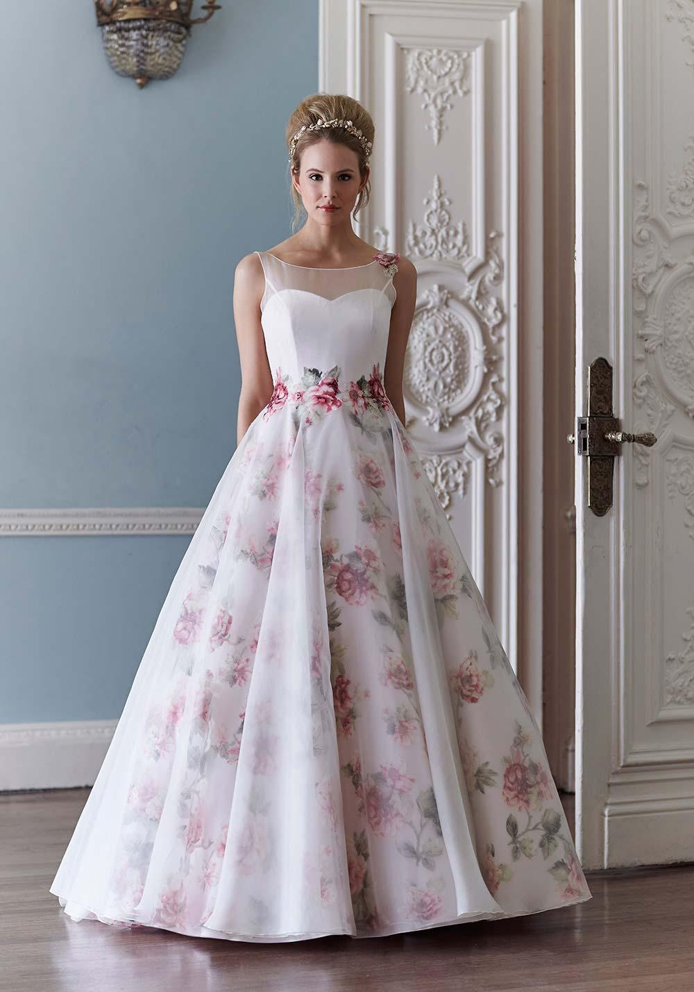 Пышное свадебное платье с цветами фото