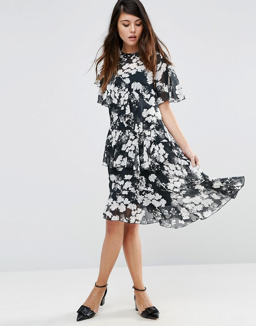 черное платье с белыми цветами фото