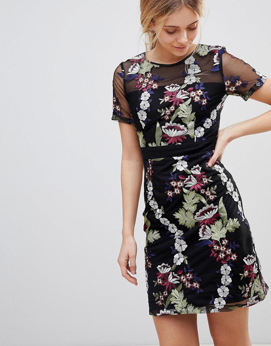 Платье с вышивкой цветами фото