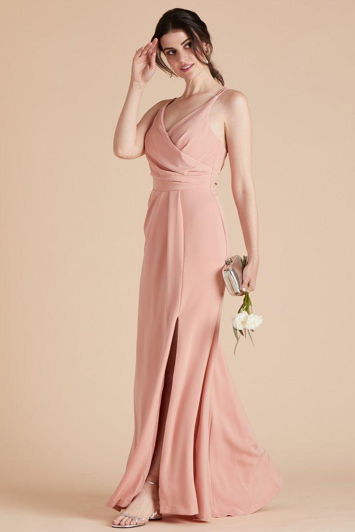 длинное платье персикового цвета фото