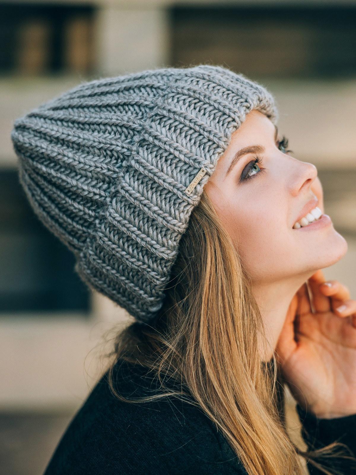вязаная шапка с отворотом фото
