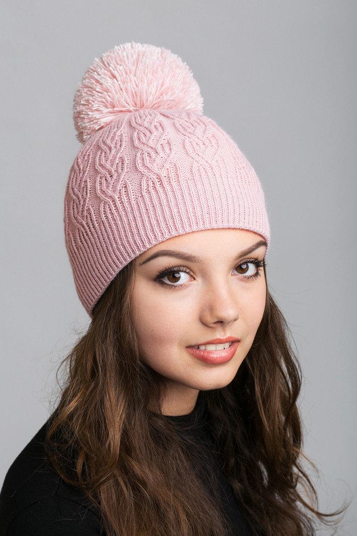 вязаная шапка розовая фото