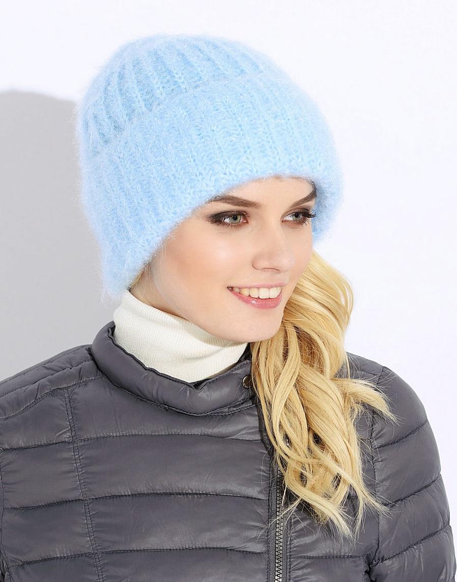 вязаная шапка голубая фото