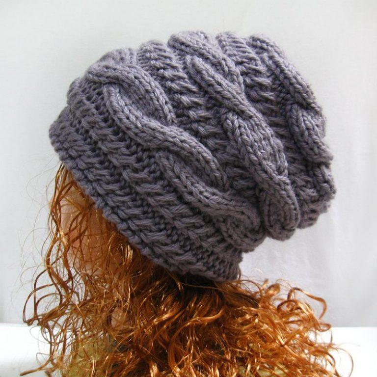 вязаная шапка С поперечными косами фото