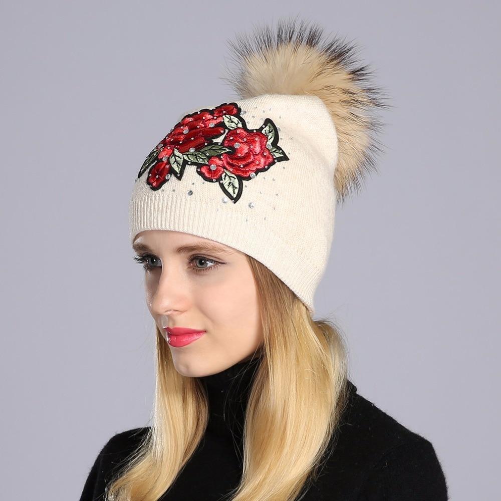вязаная шапка с вышивкой фото