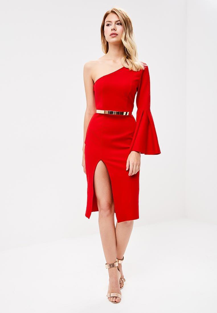 красное платье с разрезом по ноге фото
