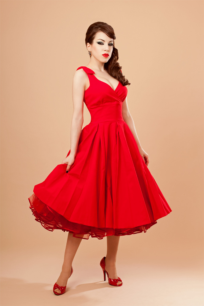 красное платье в стиле ретро фото