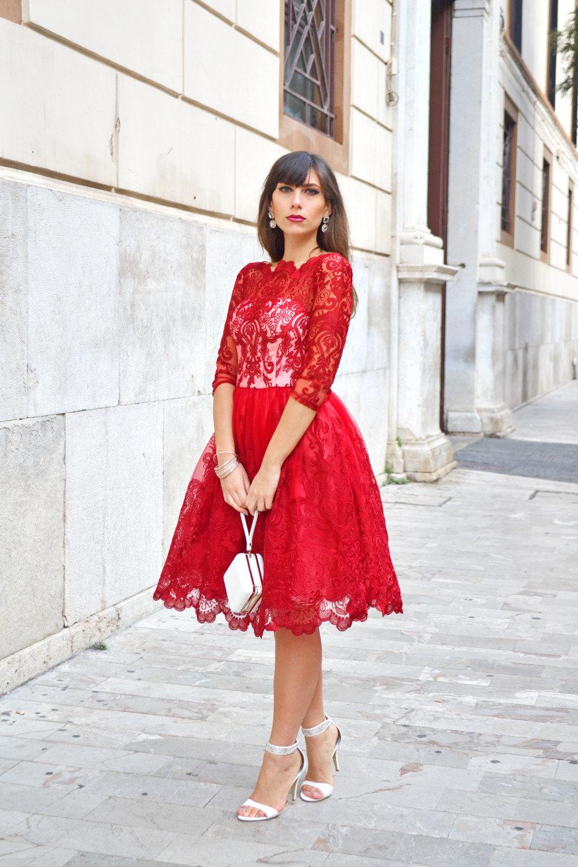 красное платье с босоножками фото