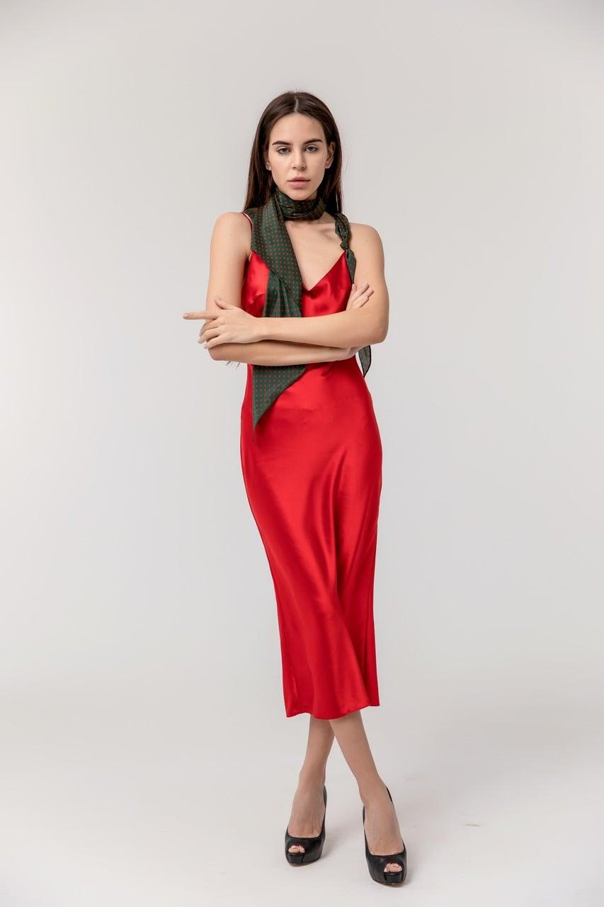 красное платье с платком фото