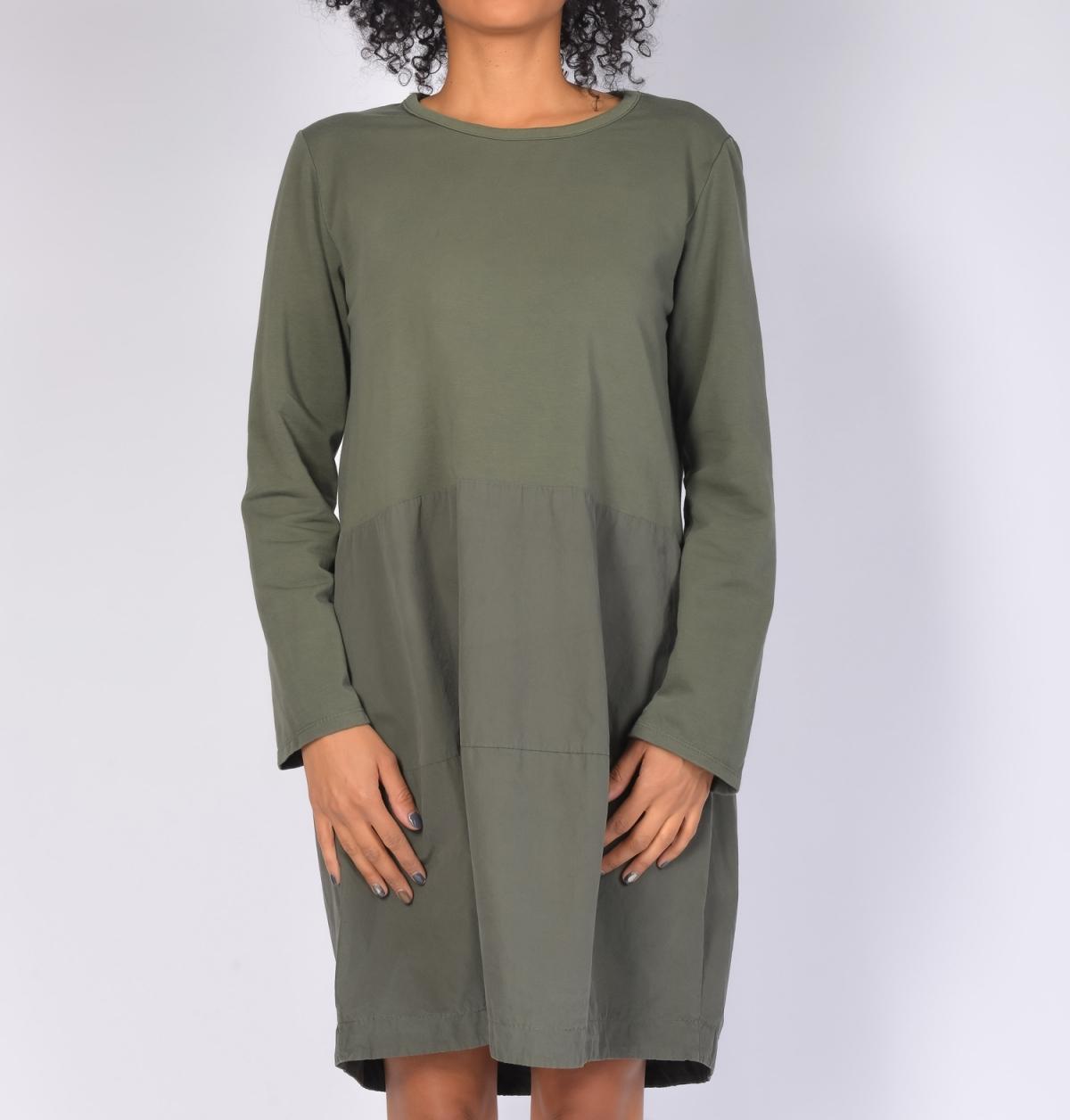 платье с длинным рукавом свободного кроя фото
