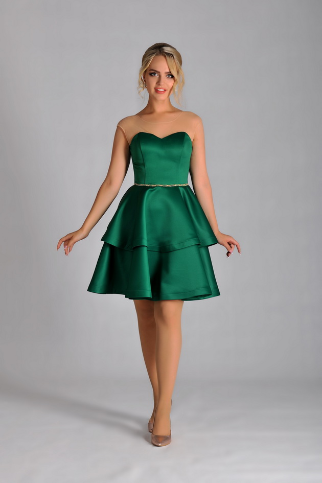 атласное платье с пышной юбкой