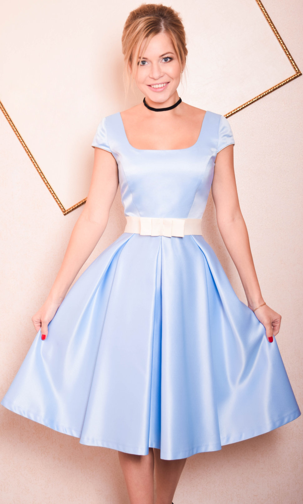 атласное платье с юбкой-солнце