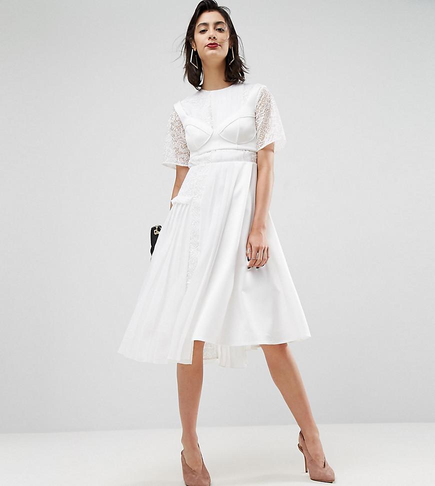 атласное платье цвет белый