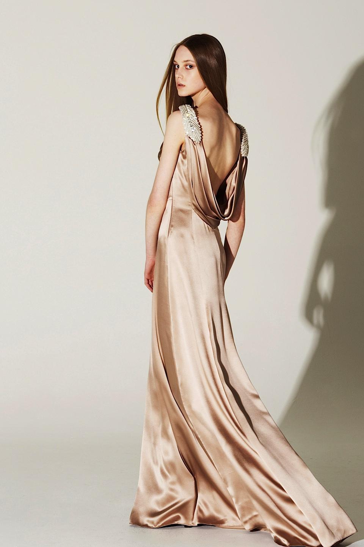атласное платье и шёлк