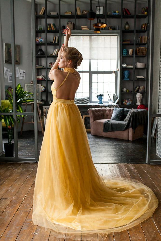 платье из фатина со шлейфом