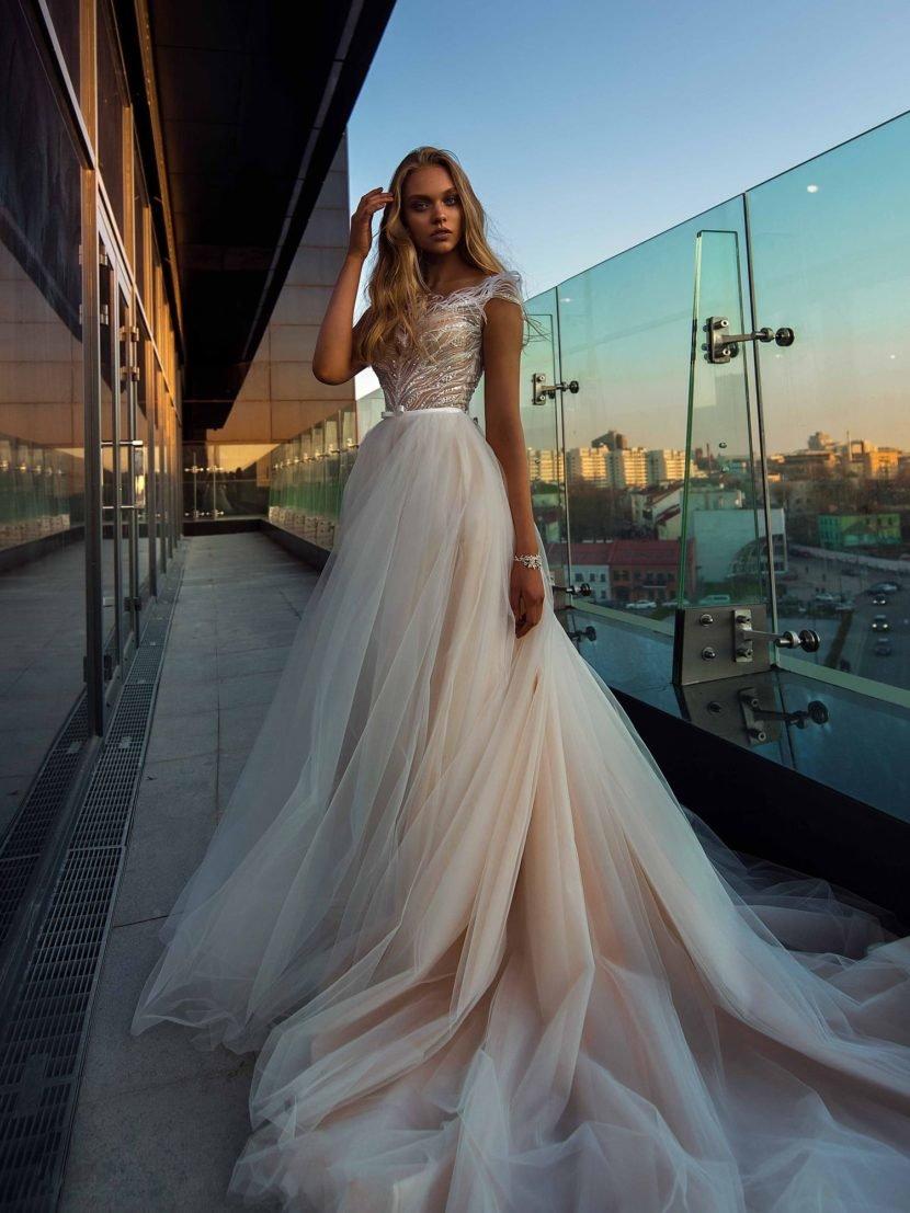 платье из фатина свадебное