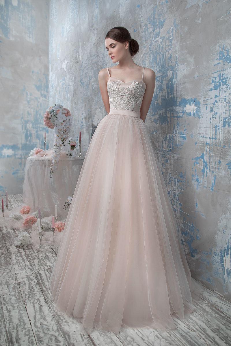 платье из фатина свадебное с корсетом