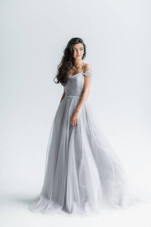 платье фатин серый