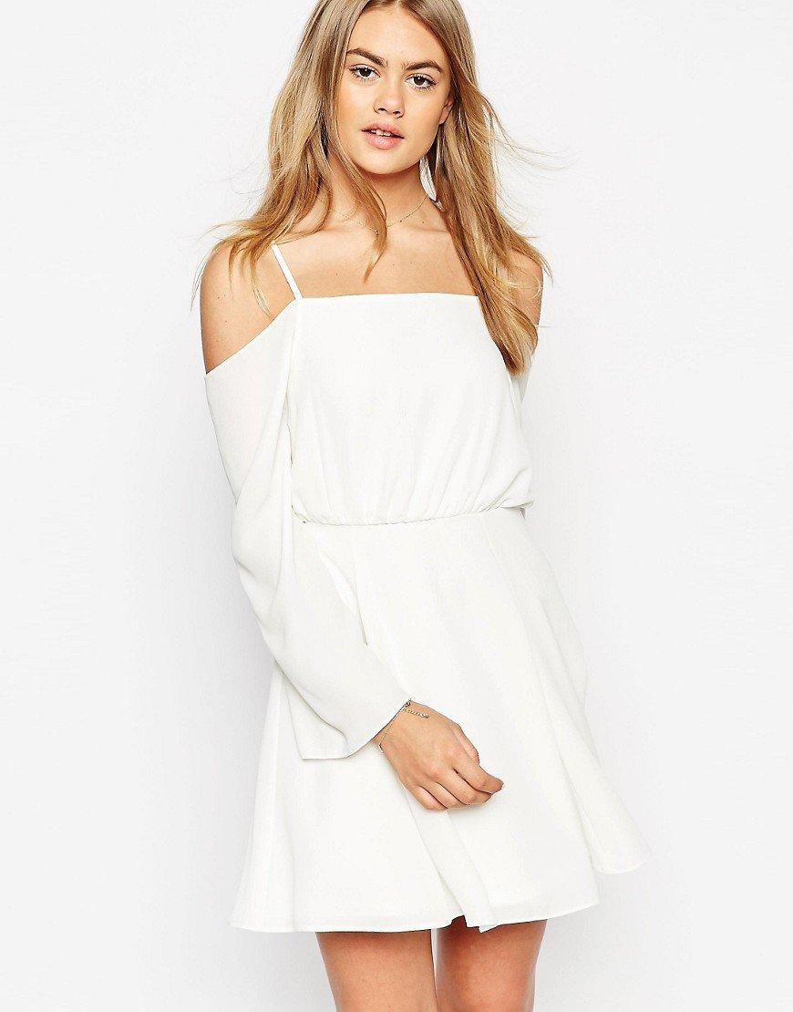 короткое платье с открытыми плечами фото