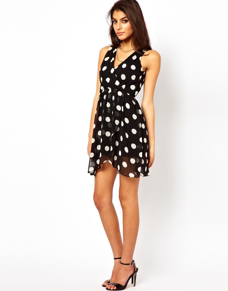 платье короткое в горошек фото