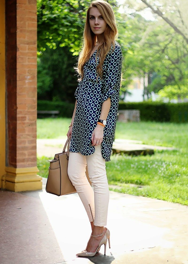 платье туника и белые брюки