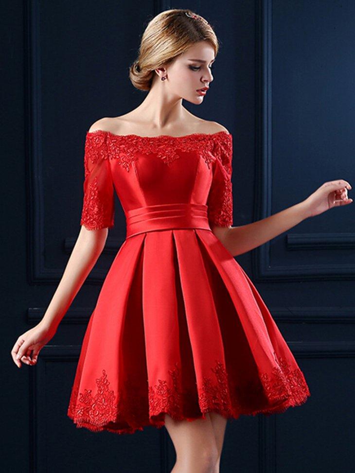 платье с открытыми плечами пышное