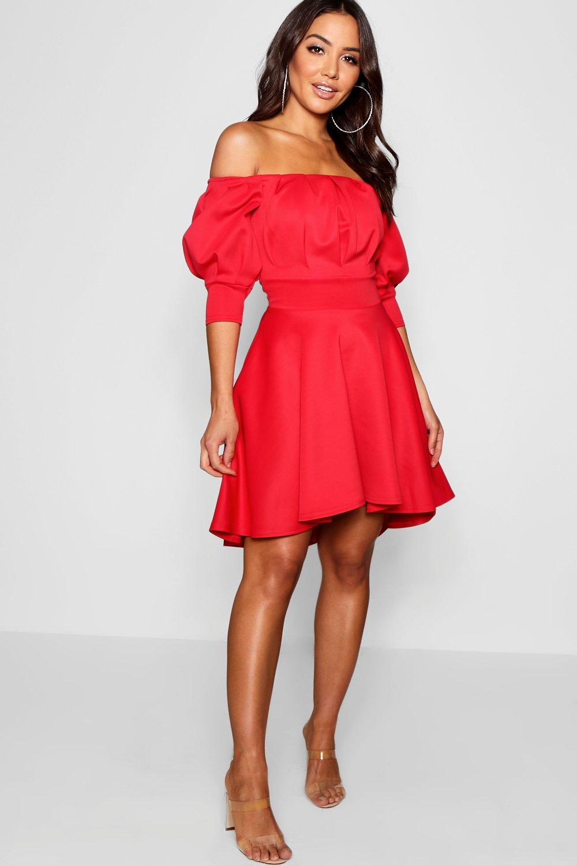 платье с открытыми плечами с юбкой-солнцем