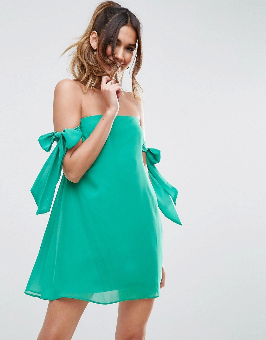 платье с открытыми плечами трапеция