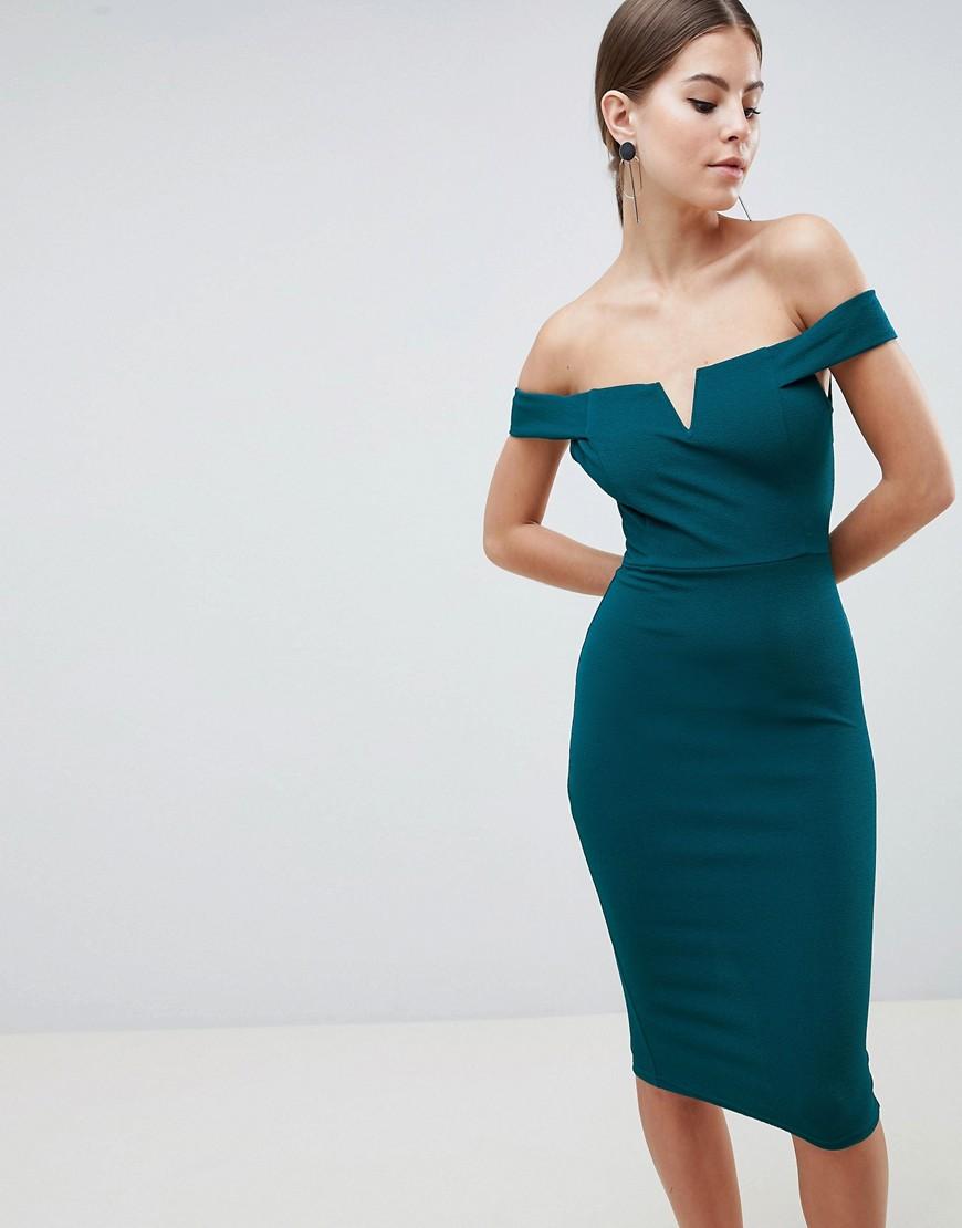 платье с открытыми плечами футляр