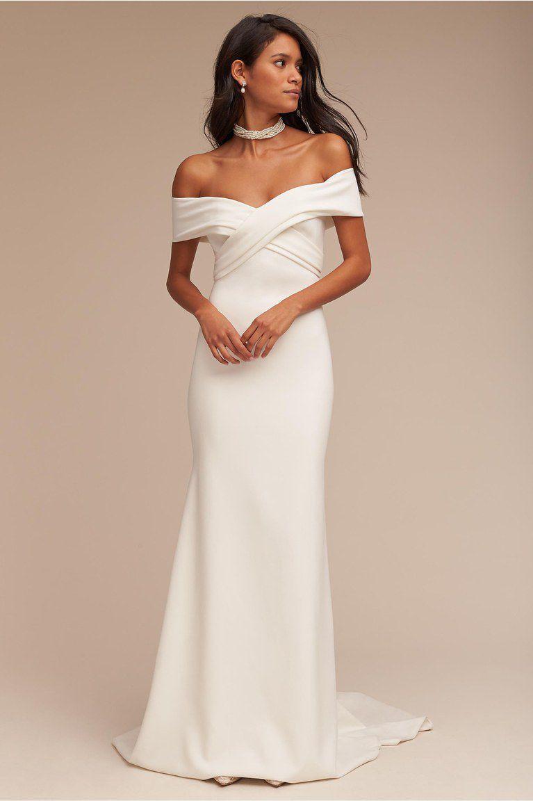 платье с открытыми плечами свадебное